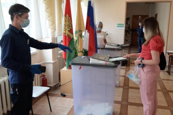 Более 63% избирателей региона проголосовали по поправкам к Конституции России